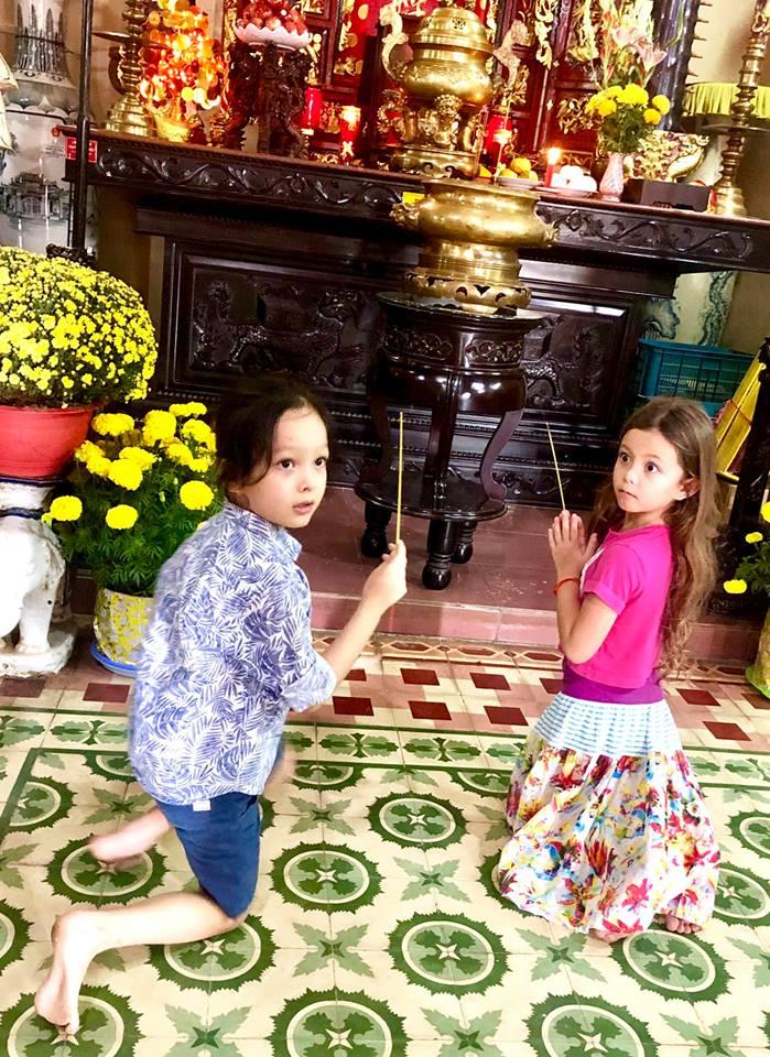 Sau ly hôn, Hồng Nhung cùng hai con đón giao thừa trên đất khách - Ảnh 5