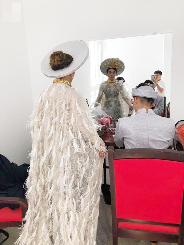 Những chi tiết siêu độc và lạ chỉ xuất hiện trong đám cưới 'công chúa' Lâm Khánh Chi - Ảnh 4