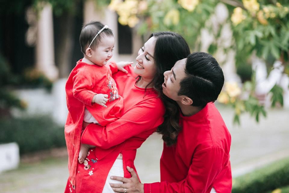 Gia đình Khánh Thi - Phan Hiển tung bộ ảnh Valentine đẹp lịm tim - Ảnh 2