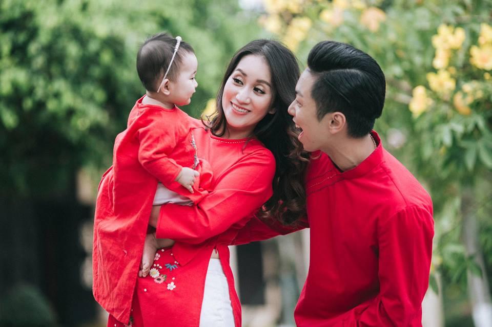 Gia đình Khánh Thi - Phan Hiển tung bộ ảnh Valentine đẹp lịm tim - Ảnh 3