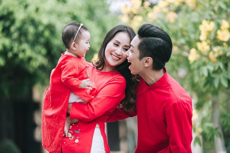 Gia đình Khánh Thi - Phan Hiển tung bộ ảnh Valentine đẹp lịm tim - Ảnh 4