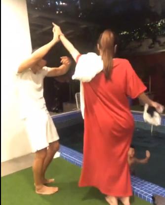 Clip Kim Lý công khai hôn Hà Hồ ở hồ bơi trong căn hộ triệu đô  - Ảnh 3