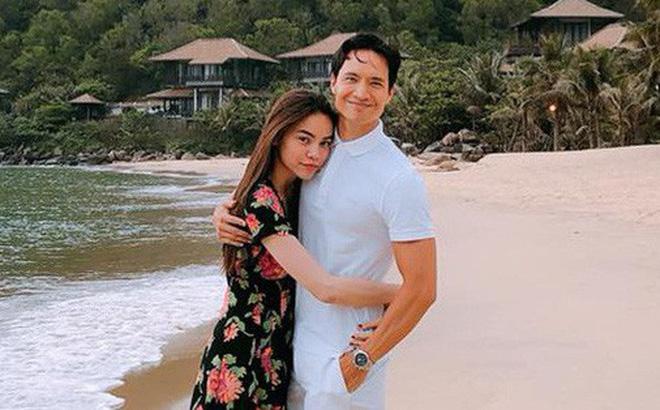 Clip Kim Lý công khai hôn Hà Hồ ở hồ bơi trong căn hộ triệu đô  - Ảnh 4