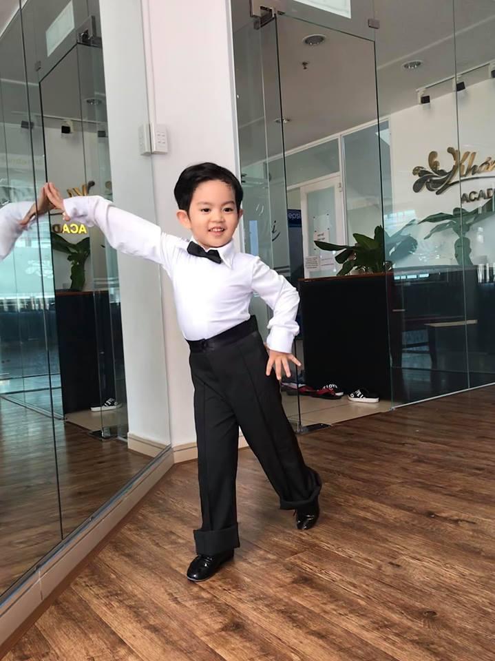 Mới ba tuổi, con trai Khánh Thi đã lên đồ và nhảy chuyên nghiệp như vũ công - Ảnh 4