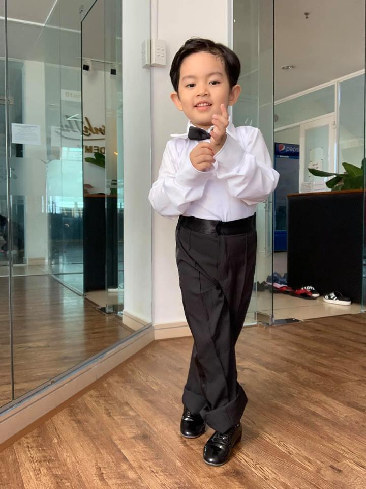 Mới ba tuổi, con trai Khánh Thi đã lên đồ và nhảy chuyên nghiệp như vũ công - Ảnh 6
