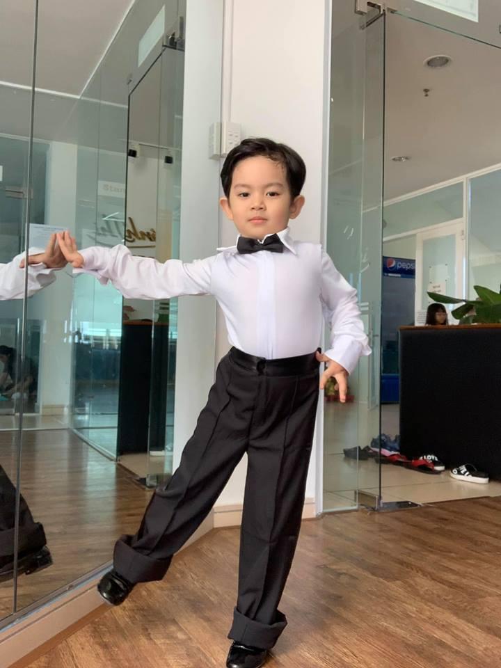 Mới ba tuổi, con trai Khánh Thi đã lên đồ và nhảy chuyên nghiệp như vũ công - Ảnh 8