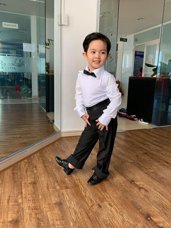Mới ba tuổi, con trai Khánh Thi đã lên đồ và nhảy chuyên nghiệp như vũ công - Ảnh 9