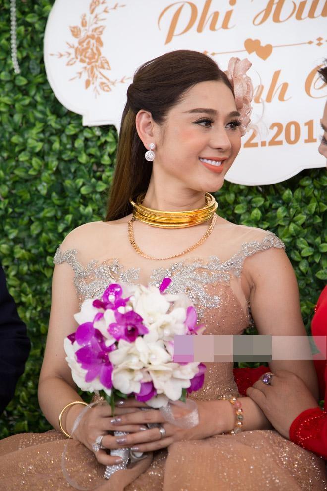 Những chi tiết siêu độc và lạ chỉ xuất hiện trong đám cưới 'công chúa' Lâm Khánh Chi - Ảnh 10