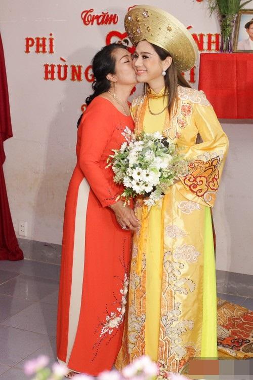 Những chi tiết siêu độc và lạ chỉ xuất hiện trong đám cưới 'công chúa' Lâm Khánh Chi - Ảnh 6