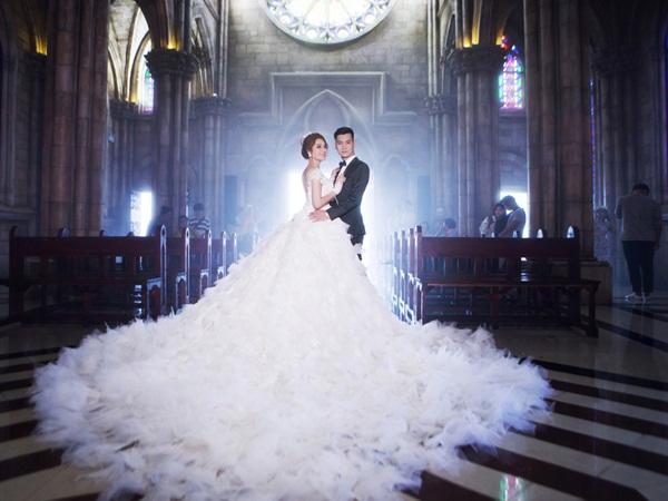 Lâm Khánh Chi bật mí về đám cưới siêu khủng: 'Váy cưới của tôi hoành tráng lắm, có 1-0-2 tại Việt Nam'