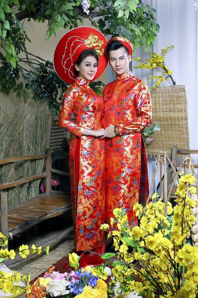 Vợ chồng Lâm Khánh Chi đón Tết hoành tráng với bộ ảnh chào xuân độc và lạ - Ảnh 1