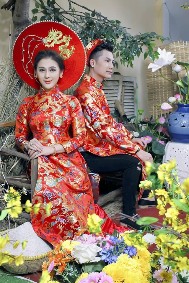 Vợ chồng Lâm Khánh Chi đón Tết hoành tráng với bộ ảnh chào xuân độc và lạ - Ảnh 2