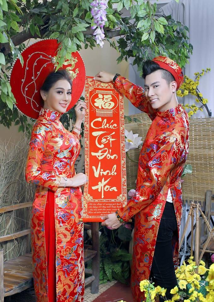 Vợ chồng Lâm Khánh Chi đón Tết hoành tráng với bộ ảnh chào xuân độc và lạ - Ảnh 3