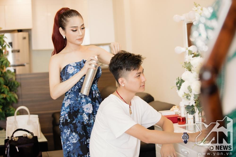 Ăn 'gạch đá' vì quát chồng trên truyền hình, Lâm Khánh Chi vẫn bình thản khoe cuộc sống hạnh phúc trong căn hộ tiền tỷ - Ảnh 1