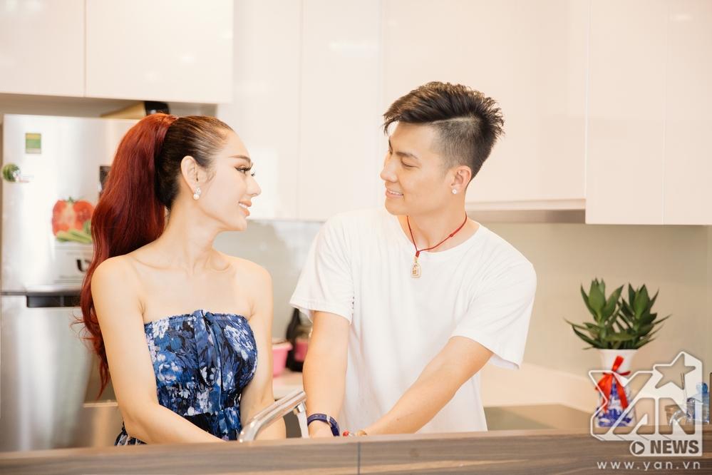 Ăn 'gạch đá' vì quát chồng trên truyền hình, Lâm Khánh Chi vẫn bình thản khoe cuộc sống hạnh phúc trong căn hộ tiền tỷ - Ảnh 2
