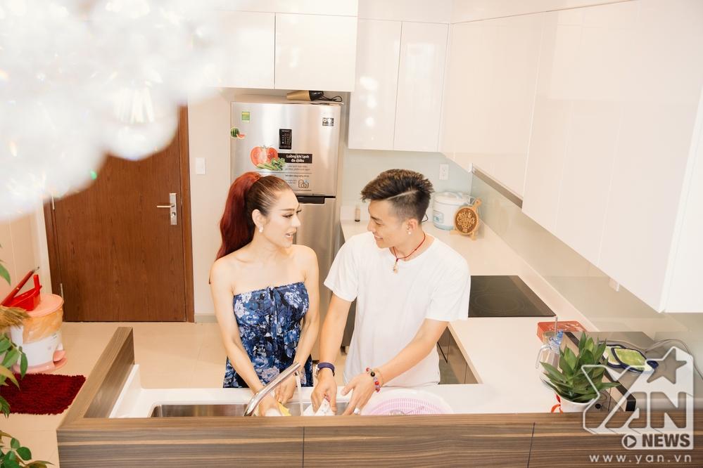 Ăn 'gạch đá' vì quát chồng trên truyền hình, Lâm Khánh Chi vẫn bình thản khoe cuộc sống hạnh phúc trong căn hộ tiền tỷ - Ảnh 3