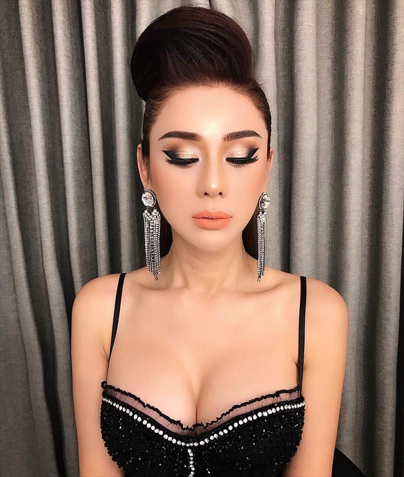 Lâm Khánh Chi khoe vòng 1 khủng hơn cả Phi Thanh Vân trong tiệc sinh nhật sang chảnh như công chúa - Ảnh 2