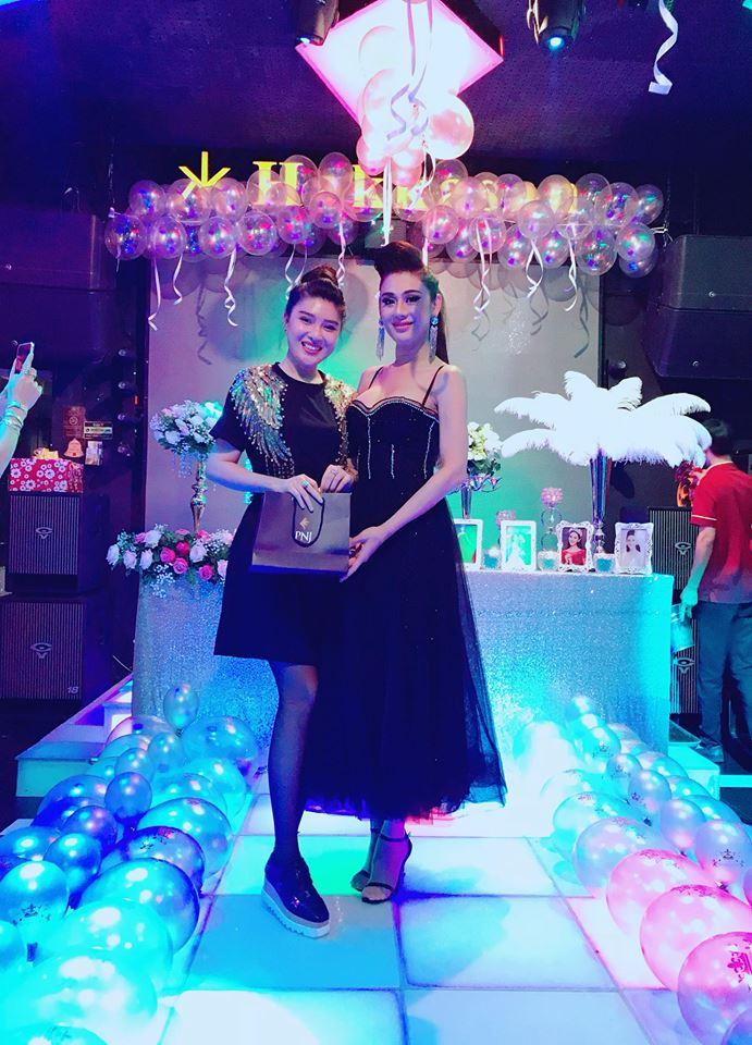 Lâm Khánh Chi khoe vòng 1 khủng hơn cả Phi Thanh Vân trong tiệc sinh nhật sang chảnh như công chúa - Ảnh 3