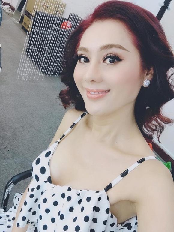 Lâm Khánh Chi được mẹ ruột tặng bông tai kim cương khủng giá 20 tỷ - Ảnh 1