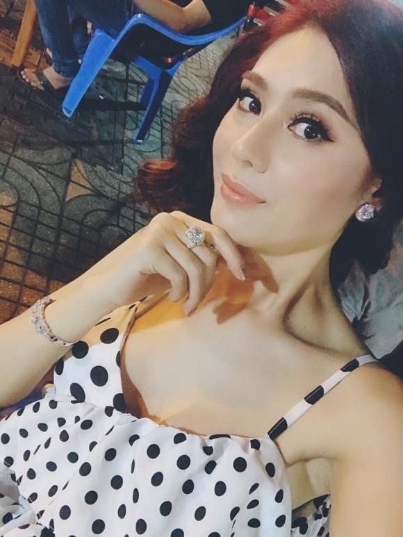 Lâm Khánh Chi được mẹ ruột tặng bông tai kim cương khủng giá 20 tỷ - Ảnh 3