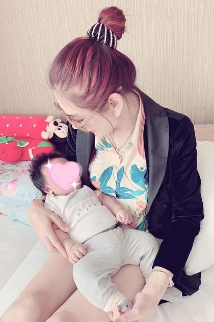 Lần đầu lộ ảnh cận mặt con trai Lâm Khánh Chi - Ảnh 4