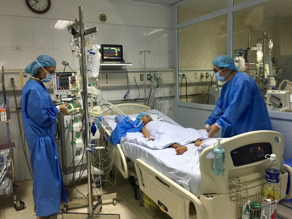 Lần đầu tiên tại Việt Nam: Chia một lá gan từ người cho chết não, cứu cùng lúc hai người - Ảnh 1