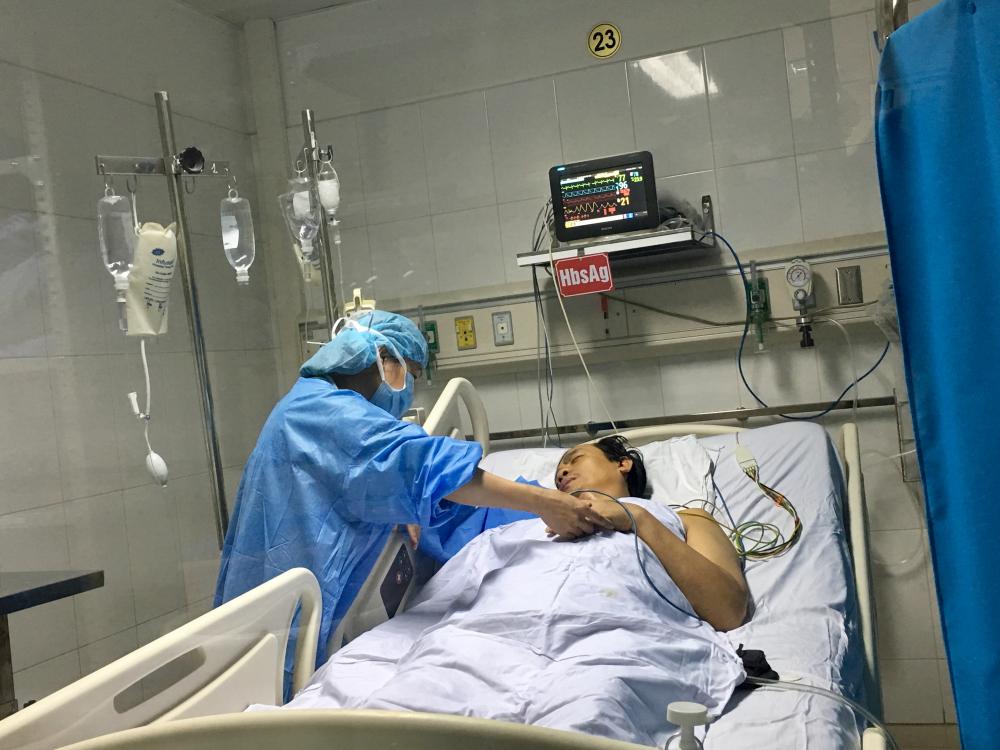 Lần đầu tiên tại Việt Nam: Chia một lá gan từ người cho chết não, cứu cùng lúc hai người - Ảnh 2