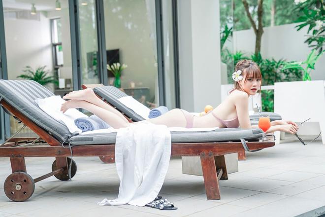 Bất ngờ với vóc dáng 'nóng bỏng' của Lan Ngọc khi diện bikini lả lơi bên hồ bơi - Ảnh 3