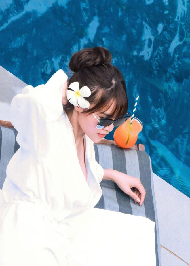 Bất ngờ với vóc dáng 'nóng bỏng' của Lan Ngọc khi diện bikini lả lơi bên hồ bơi - Ảnh 5