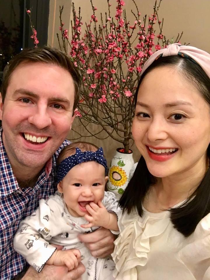 Lan Phương đón Tết hạnh phúc bên chồng và con gái xinh như thiên thần - Ảnh 1