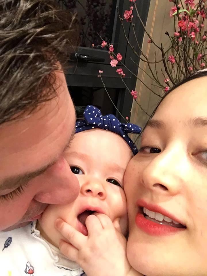 Lan Phương đón Tết hạnh phúc bên chồng và con gái xinh như thiên thần - Ảnh 4