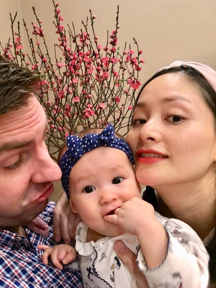 Lan Phương đón Tết hạnh phúc bên chồng và con gái xinh như thiên thần - Ảnh 5