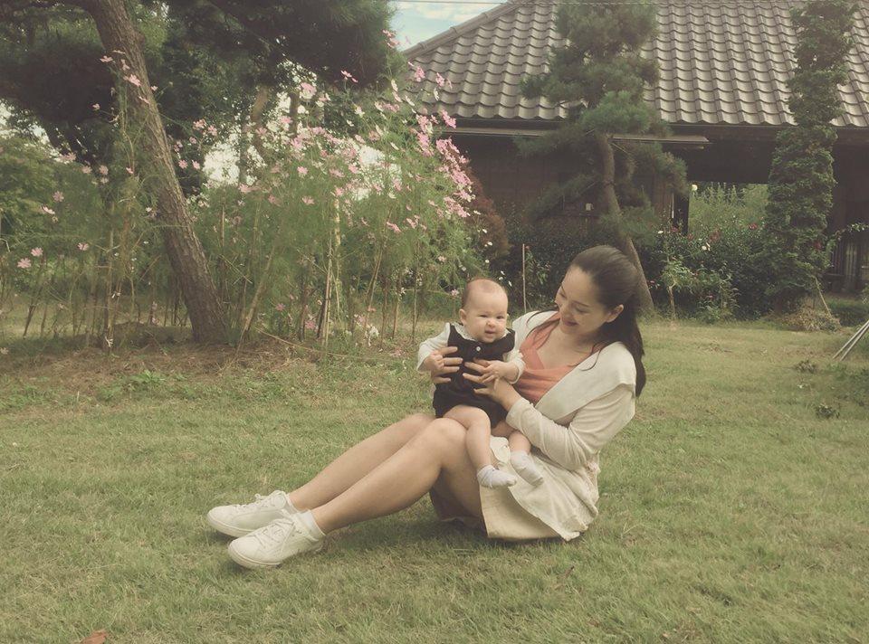 Lan Phương đi tập gym sau 4 tháng sinh mổ, con gái ngủ quên vì chờ mẹ - Ảnh 4