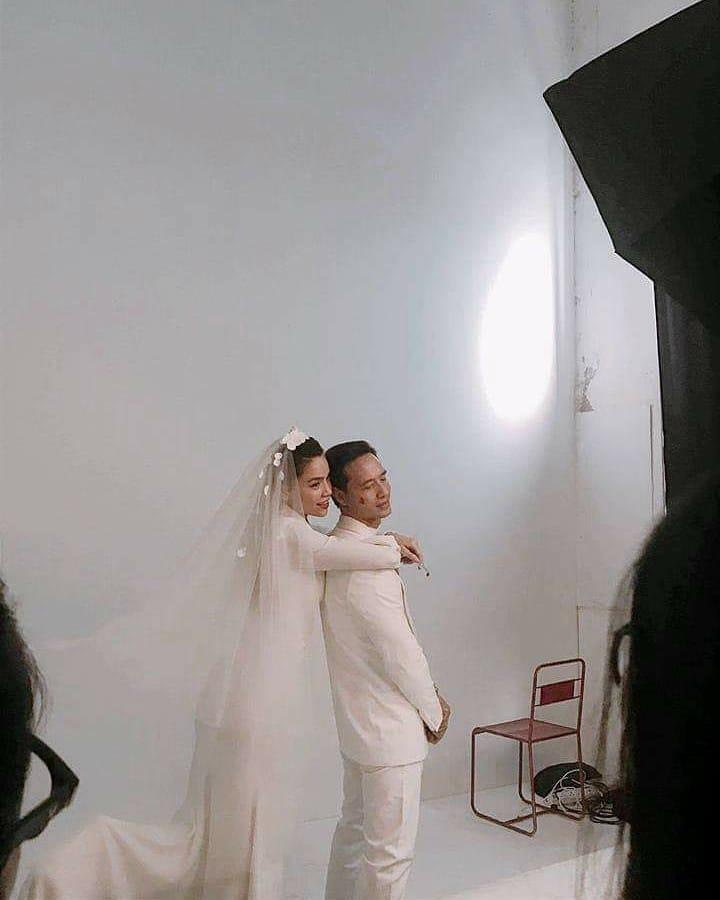 Lộ ảnh hậu trường chụp hình cưới cực ngọt của Kim Lý và Hồ Ngọc Hà - Ảnh 1