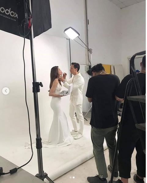 Lộ ảnh hậu trường chụp hình cưới cực ngọt của Kim Lý và Hồ Ngọc Hà - Ảnh 2