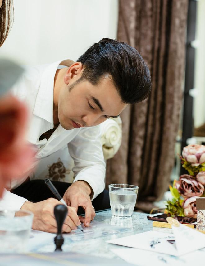 Lộ thiệp cưới cực sang trọng và tốn kém của Ưng Hoàng Phúc và người mẫu Kim Cương - Ảnh 2