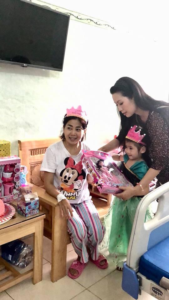 Mai Phương gượng dậy tổ chức sinh nhật cho con gái trong bệnh viện - Ảnh 8