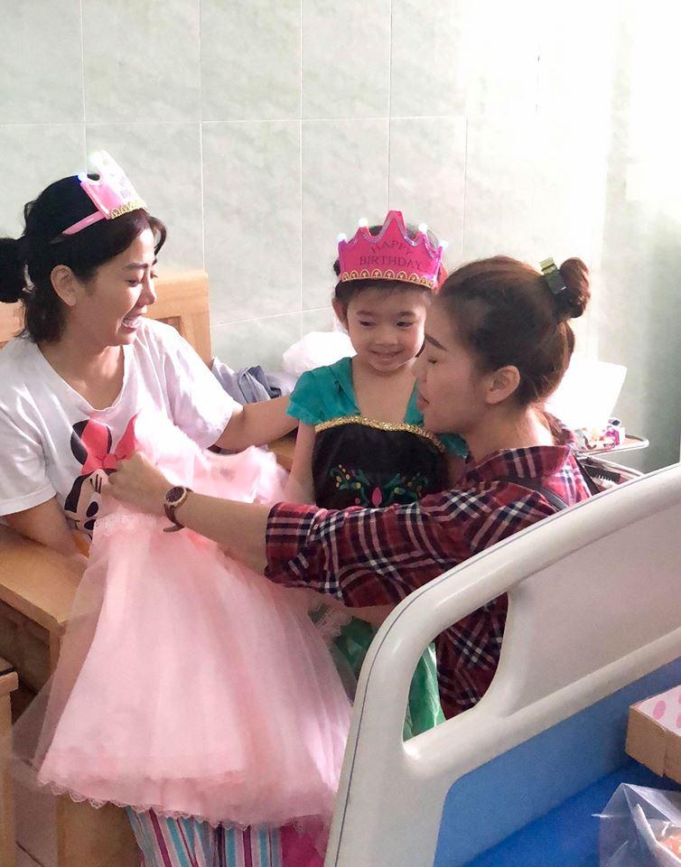 Mai Phương gượng dậy tổ chức sinh nhật cho con gái trong bệnh viện - Ảnh 9