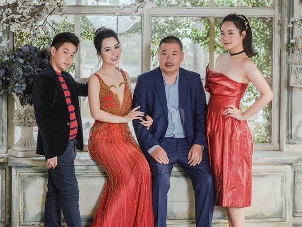 Ngắm loạt ảnh hạnh phúc của gia đình Mai Thu Huyền dịp đầu năm mới