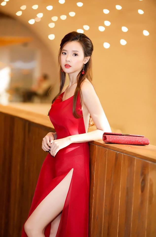 Midu lần đầu diện váy cắt xẻ táo bạo, khoe nhan sắc quyến rũ như nữ thần - Ảnh 1