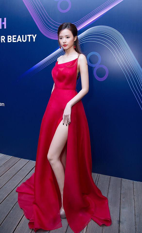 Midu lần đầu diện váy cắt xẻ táo bạo, khoe nhan sắc quyến rũ như nữ thần - Ảnh 15