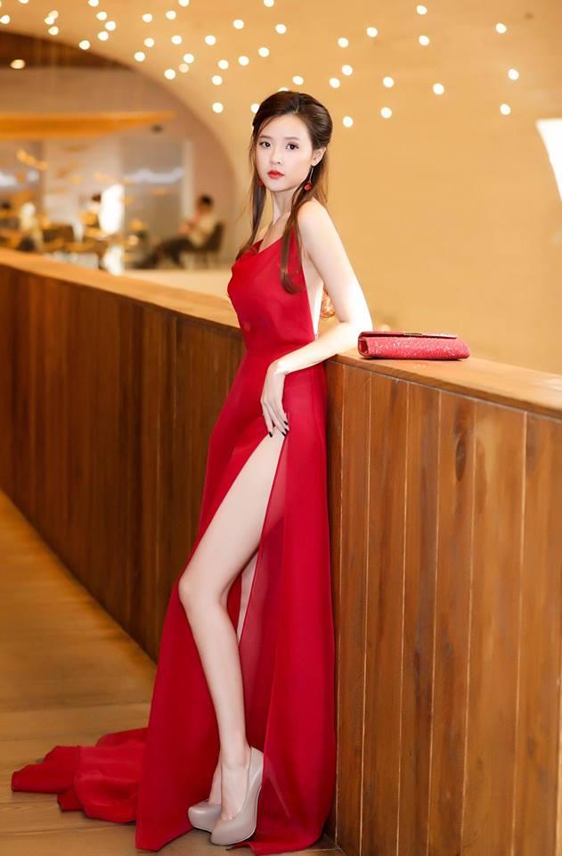 Midu lần đầu diện váy cắt xẻ táo bạo, khoe nhan sắc quyến rũ như nữ thần - Ảnh 3