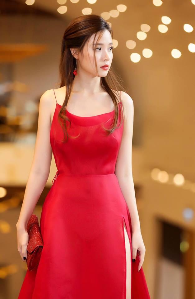 Midu lần đầu diện váy cắt xẻ táo bạo, khoe nhan sắc quyến rũ như nữ thần - Ảnh 5