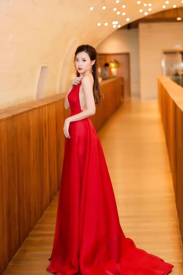 Midu lần đầu diện váy cắt xẻ táo bạo, khoe nhan sắc quyến rũ như nữ thần - Ảnh 6