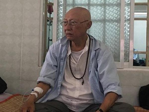 Nghệ sĩ Lê Bình bật khóc khi cầm trên tay hơn 150 triệu đồng tiền quyên góp
