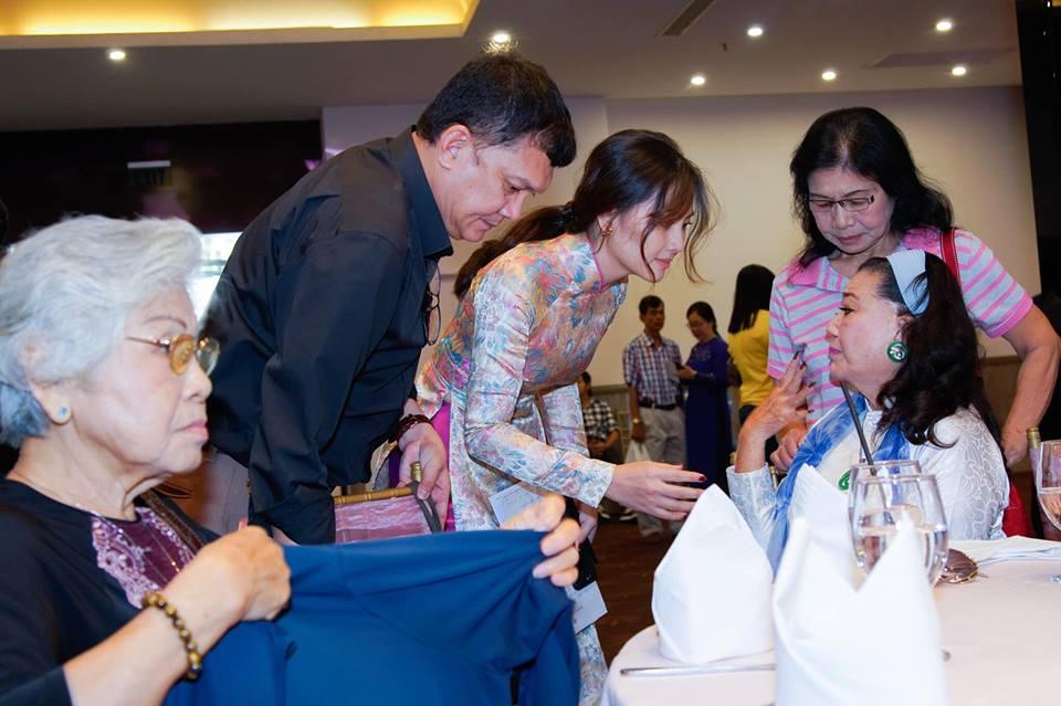 Ngọc Lan nghẹn ngào trong đám giỗ vợ chồng cố nghệ sĩ Thanh Nga - Ảnh 3