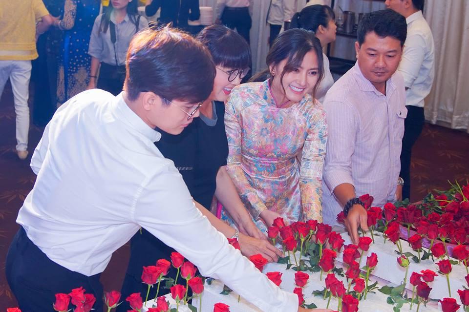 Ngọc Lan nghẹn ngào trong đám giỗ vợ chồng cố nghệ sĩ Thanh Nga - Ảnh 7