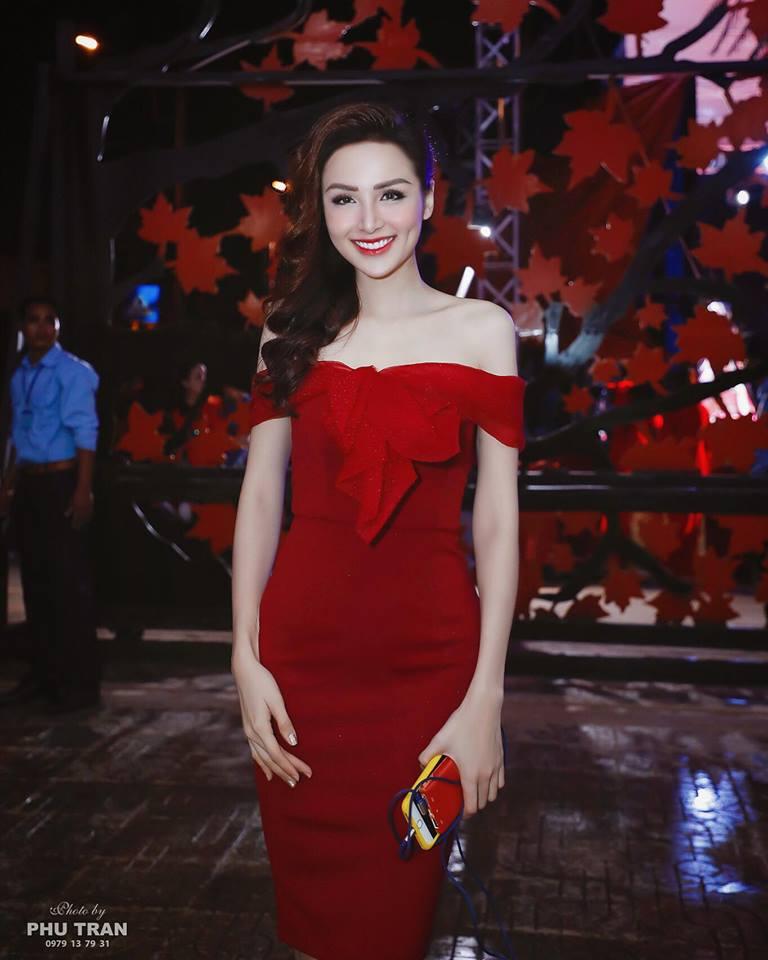 Cận cảnh nhan sắc khác một trời một vực của Hoa hậu Diễm Hương sau phẫu thuật thẩm mỹ - Ảnh 1