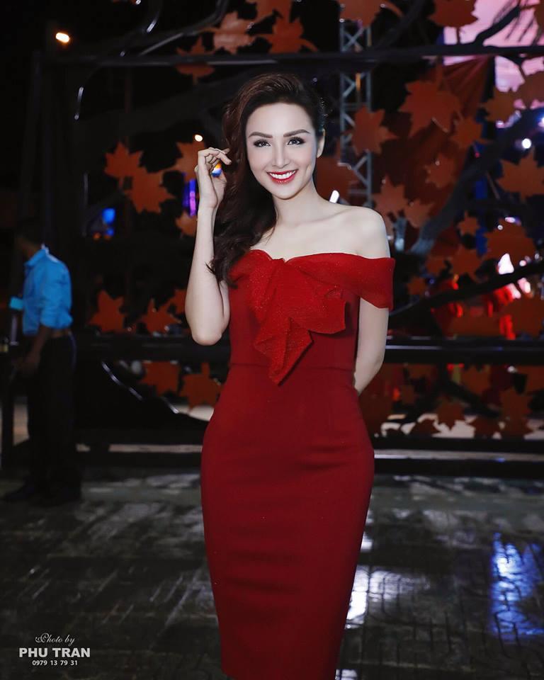 Cận cảnh nhan sắc khác một trời một vực của Hoa hậu Diễm Hương sau phẫu thuật thẩm mỹ - Ảnh 2