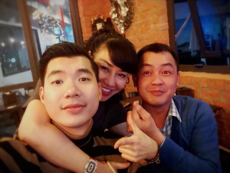 Nhan sắc thực tế ngoài đời của vợ Trương Nam Thành - doanh nhân lớn tuổi có hai con riêng - Ảnh 10